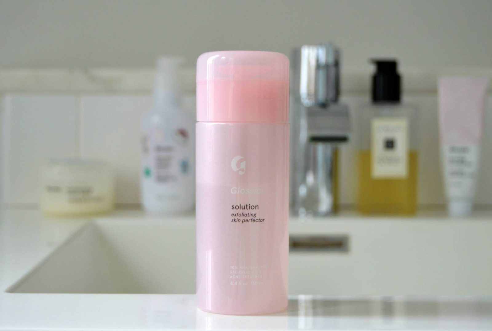 Non-Millennial Tries: Glossier Solution Exfoliating Skin Perfector